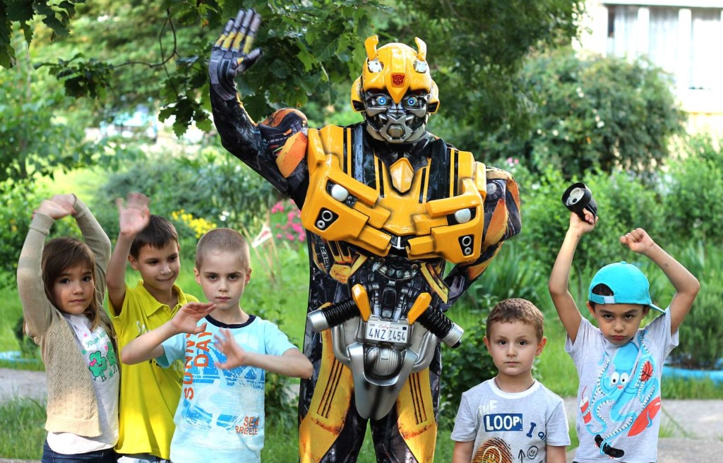 Kid's birthday with a Transformer